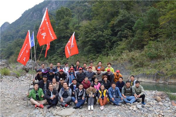 2014年惠龙机械组织野外生存活动